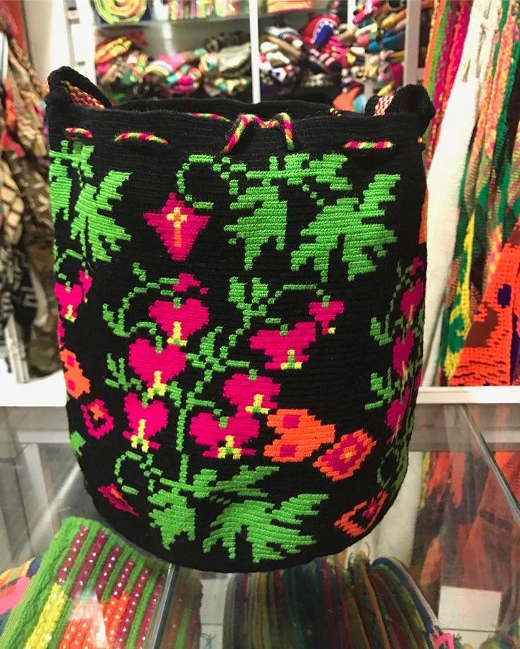 7 отметок «Нравится», 1 комментариев — Wayuu Bag (@wayuuohho) в Instagram: «Wayuu colombia bags 100% Price : 3,000  Line : yingtawanrat Tel : 098828782»