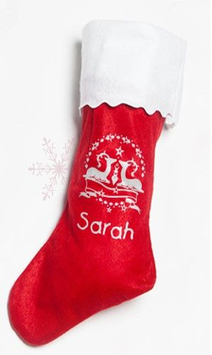 Dieser 40 cm lange Weihnachtstrumpf hat die ideale Größe für kleine Geschenke und süße Leckereien. Sein rot-weißer Look sorgt für weihnachtliche Stimmung und an der eingenähten Schlaufe lässt er sich an der Wand oder sogar über dem Kamin aufhängen. Jetzt gestalten unter: www.t-shirt-mit-druck.de/weihnachtsstrumpf-selbst-gestalten-bedrucken.htm