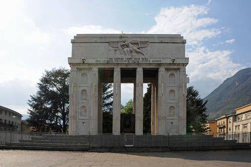 Италия. Триумфальная арка в Больцано, арх. М. Пьячентини, 1928 г.