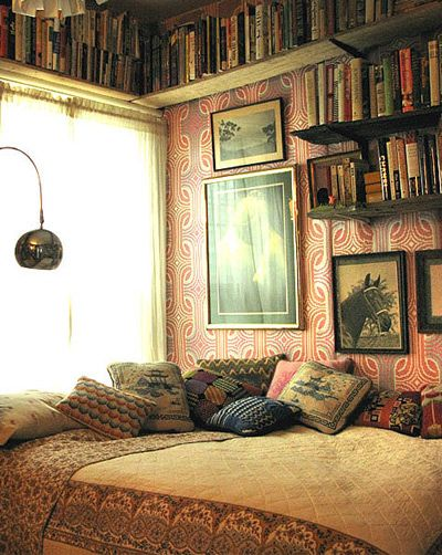 Hooray for beds in corners.  I honestly love everything about this little room.  Book shelf along the ceiling, wallpaper is crazy print, bed snuggled up in the corner and wall lamp to save space and provide ample light for reading said books.  Perfect place for a rainy sunday afternoon.  Heaven!