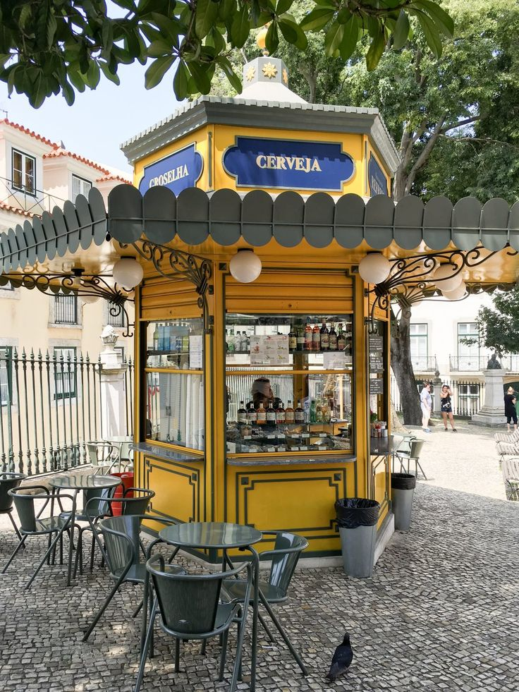 Refreshment Kiosk | 101 Things to do in Lisbon, Portugal