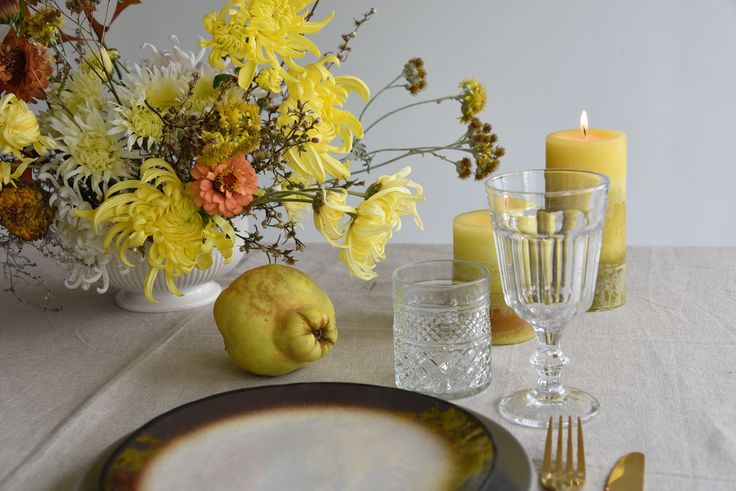 centrepiece, table flowers, fruit, may, autumn, yellow, oak leaves, harvest,