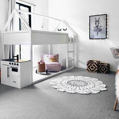 """130 Likes, 3 Comments - Quartos e Brinquedotecas (@uebaa_design) on Instagram: """"E a famosa """"cama casinha"""" também pode ser suspensa e cheia de charme.  Via pinterest  #uebaa…"""""""