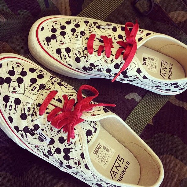 How adorable are these @Vans Off The Wall Off The Wall x @Disney sneakers