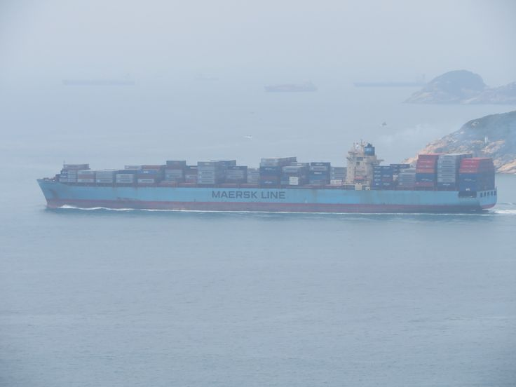 https://flic.kr/p/TYCpAh | maersk sebarok | type: container ship operator: maersk year build: 2006 IMO:9315238 Shipyard: hyundai heavy industries co ltd , south korea hull no.1725 engine: B&W 11RT-flex 96CB power output:62920kw speed;25,1kn lemgth:308,70m beam:40m draught:14,50m 7420TEU Container capacity at 14t: 5500TEU reefer container: 1000TEU Gross tonnage:79172 deadweight:87534 ton