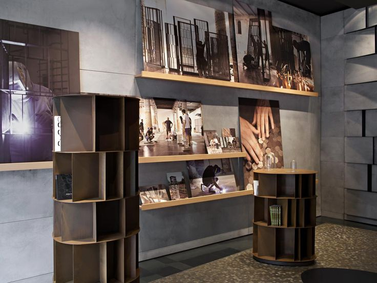 Iron, aluminium, steel, brass and copper are the hallmark features of the Veneto company De Castelli's first flagship store in Milan. #ArchiJuice #RetailDesign