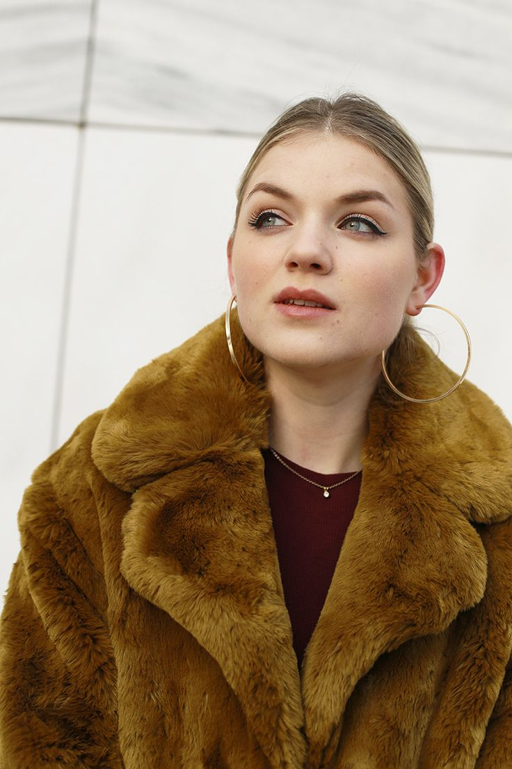 faux fur jas, faux fur coat, mango, zara, bordeux jurk, fluwelen blazer, bloemenprint, western enkellaarzen, gouden creolen, fashion blogger, fashion is a party, arnhem, marmer, stuff you didn't know about me, mango jas, velvet blazer http://www.fashionisaparty.com/2017/01/faux-fur-jas-3.html/