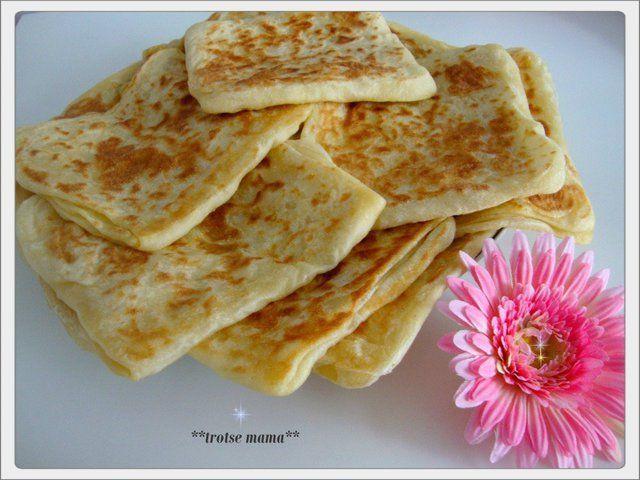 Recept voor msemmen, een soort van Marokkaanse pannenkoeken. Ingrediënten: 500 gram bloem 200 gram fijne griesmeel beetje zout 1 bakpoeder lauw …