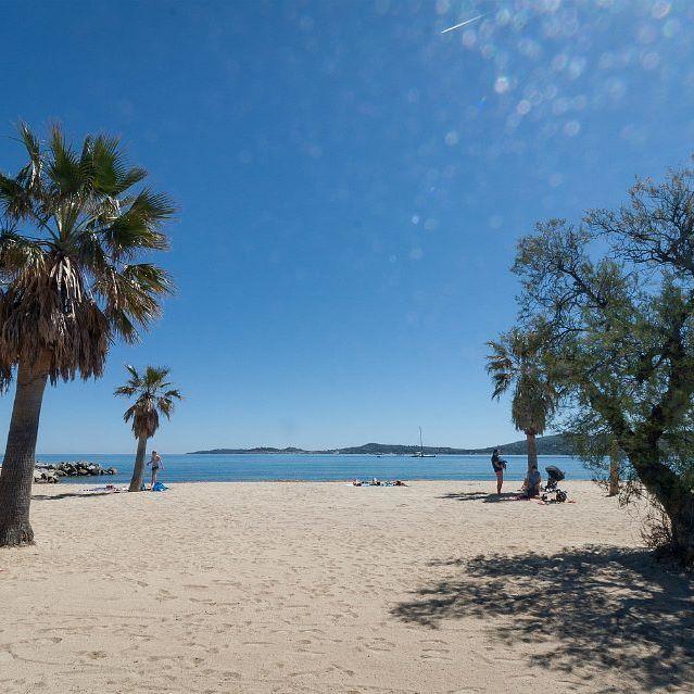 Zand onder je voeten en de zee die lonkt... #strand #zee #vakantiegevoel #camping #cotedazur #frankrijk #vacansoleil // Le sable sous vos pieds et la mer à deux pas... #plage #mer #vacances #camping #cotedazur #france 🌴🌊