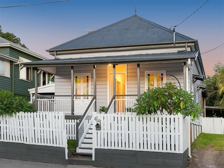 44 Daventry St, West End