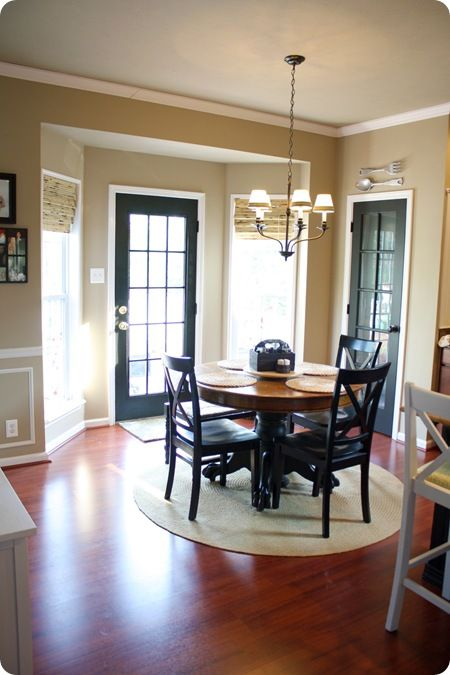 @thriftydecor has a great painted kitchen door that balances the room with the black pantry door and dining set. #ThriftyDecorChick #Kitchen