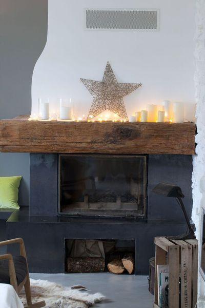 Près de la cheminée, une cagette (achetée à Rungis) à la verticale accueille une lampe chinée aux Puces du Design.