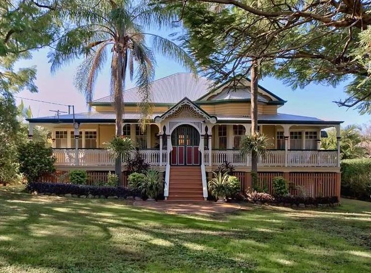 The wrap around verandah is a classic element of this style. Give a nod to the past with heritage colours.