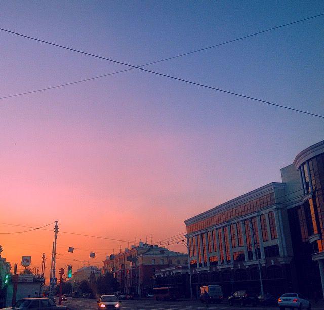 В окнах пылает пожар оранжевого заката 🔥