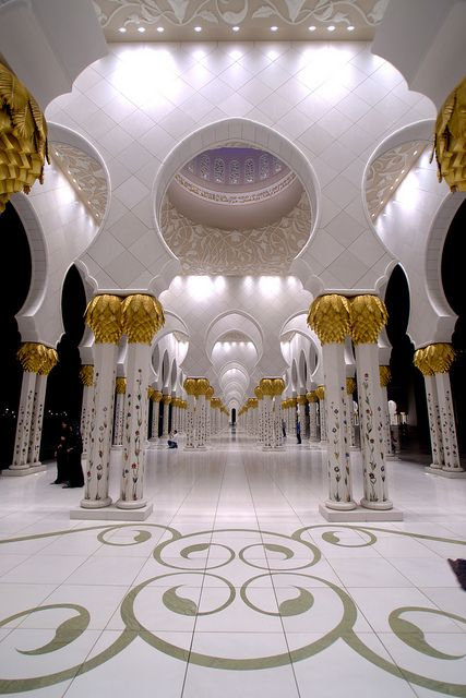 Sheikh Zayed Mosque, Abu Dhabi, United Arab Emirates / via Flickr.