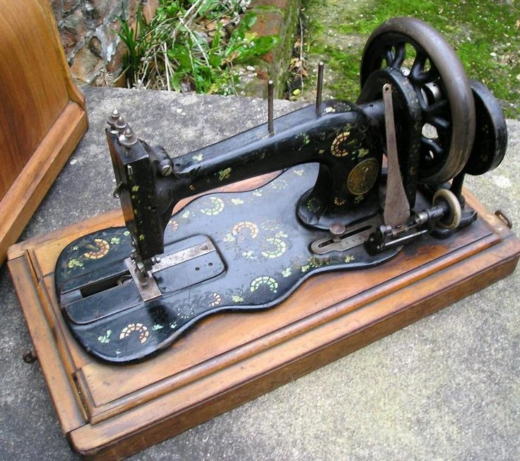 ANTIQUE 1890 fiddle base SINGER SEWING MACHINE - WORKING + BENTWOOD CASE  SHUTTLE