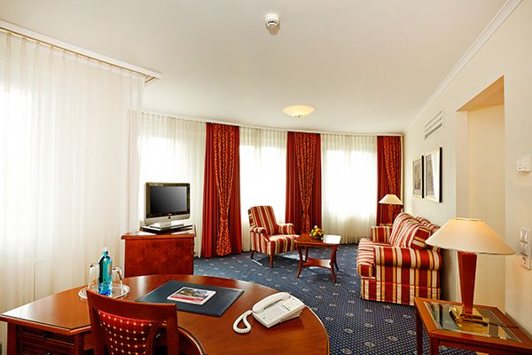 Blick in eines der Hotelzimmer / View into one of the hotel rooms | Hyperion Hotel Berlin