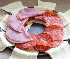 Leg 8 plakjes croissantdeeg naast elkaar! Leger deze hartige ingrediënten op en maak iets SUPER lekkers