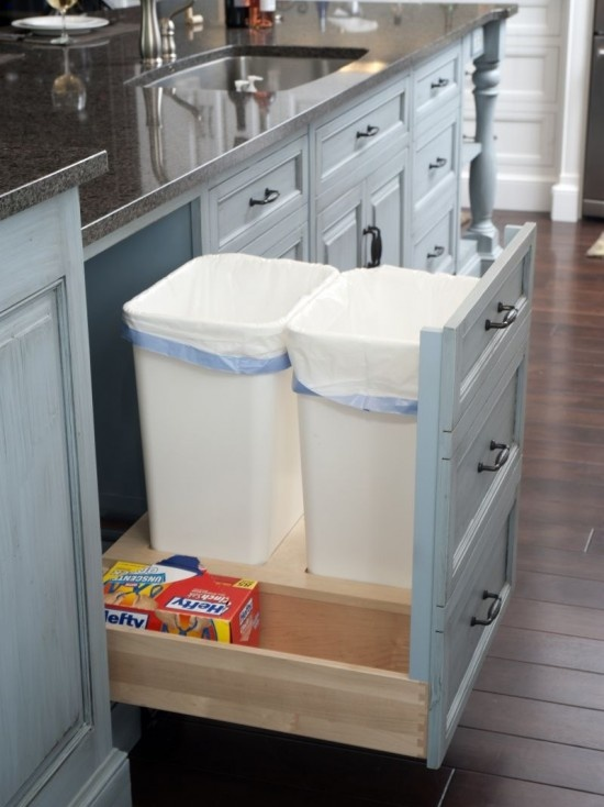 Trash and Recycle!Cabinets, Kitchens Design, Traditional Kitchens, Bags Storage, Kitchens Ideas, Trash Bins, Drawers, House, White Kitchens