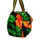 Vögel sind omnipräsent in der Kultur der Wayuu-Indigenen Fabriziert in La Guajira Mit Futter! M Grösse: 33 cm Durchmesser x 29 cm Länge Gewicht: 500 Gramm Baumwolle Diese Tasche ist ein Kunstwerk! 229 CHF