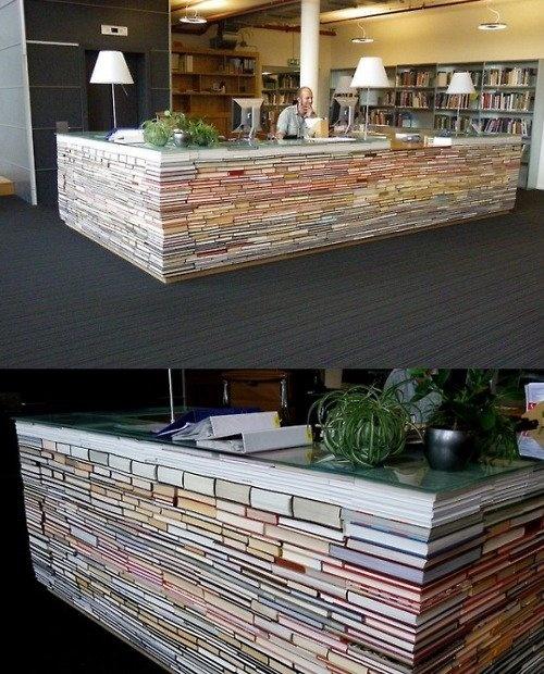 Comptoir fait de livres