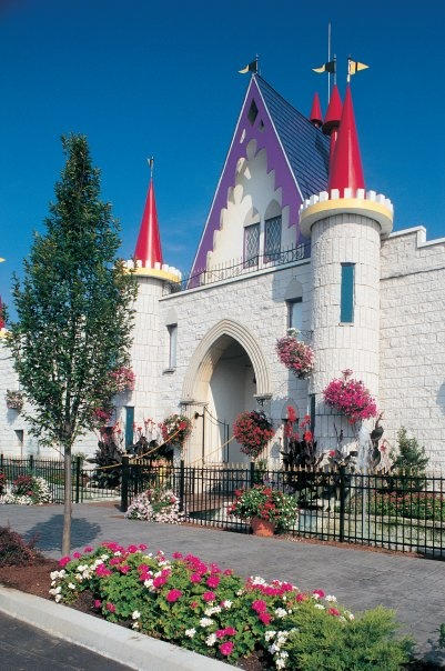 Dutch Wonderland  -  Lancaster, PA - is geared to families with small children. Beautiful landscaping, fun rides, clean  #LancasterPA