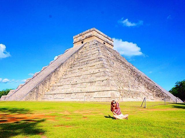 絶景と私シリーズ✳︎お天気最高☀️☀️ 日本語でガイドしてもらったから 勉強になったマヤ文明 #chichenitza#mexico#歴史#マヤ文明#遺跡#チチェンイッツア#instagood#genic_travel #genic_mag #タビジョ#色いろいろな旅#travel#travelphoto#青空#旅##海外旅行 #カンクン#写真#pyramid#instatravel#taptrip#tomorip
