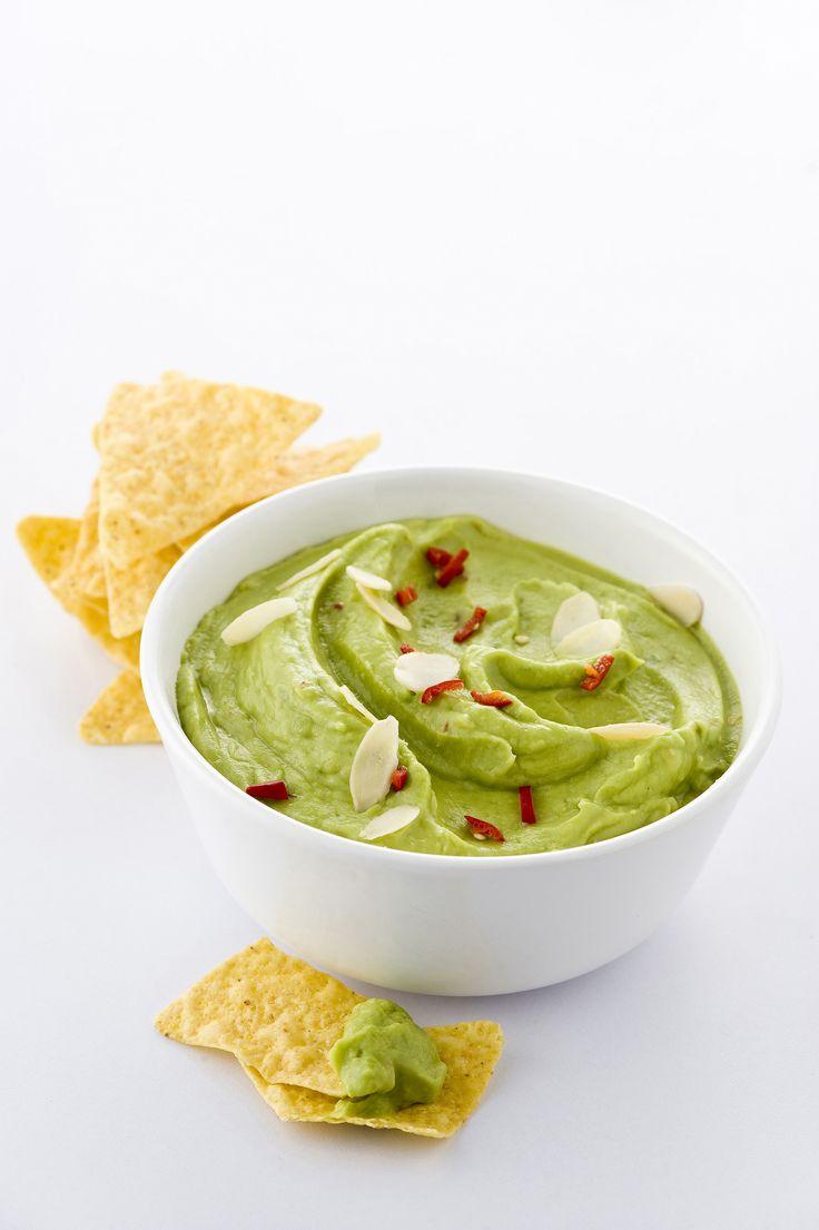 Vuoi dare un tocco esotico alla tua cena? Prova la facilissima ricetta di Sale&Pepe per preparare una buonissima guacamole.