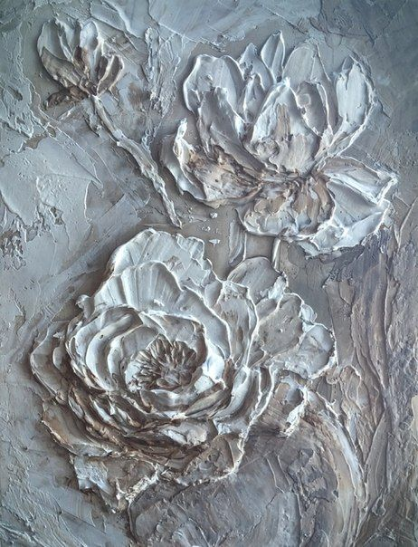 Фотографии на стене Евгении