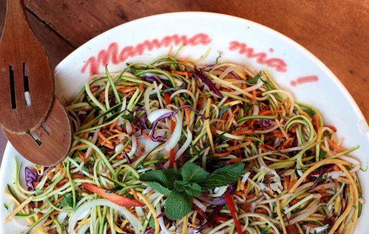 La cuisine asiatique recèle des merveilles d'inspiration pour mettre plus de cru dans son assiette. Voici une recette adaptée d'un plat typiquement thaï dont les parfums de coriandre et de gingembre vont vous faire voyager... J'adore m'inspirer des cuisines...