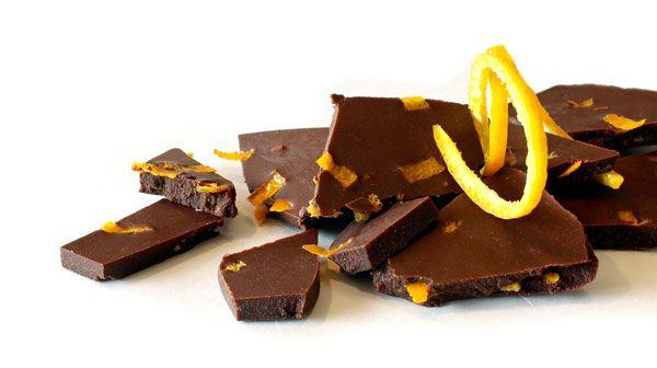 Rå sukkerfri og hjemmelaget sunn sjokolade med appelsinsmak