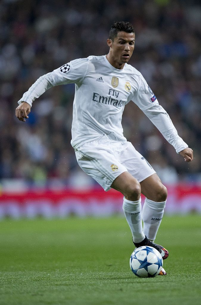 Cristiano Ronaldo of Real Madrid CF controls the ball during the UEFA Champions League Group A match between Real Madrid CF and Paris Saint-Germain at Estadio Santiago Bernabeu on November 3, 2015 in Madrid, Spain. (Nov. 2, 2015 - Source: Gonzalo Arroyo Moreno/Getty Images Europe)