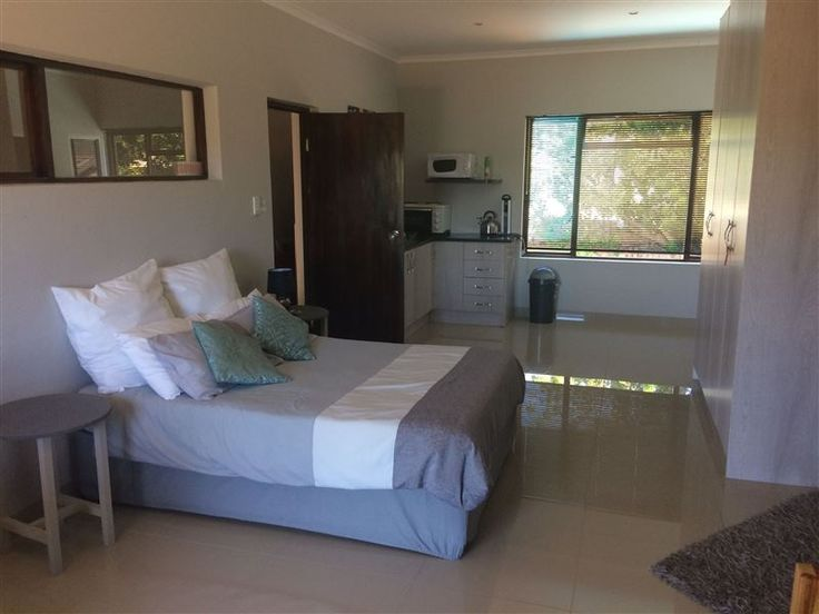 21 Klein Karoo Street - Fully furnished self-catering apartment which sleeps four people.  There is air conditioning, satellite TV and free Wi-Fi available. Secure parking right at your door. Full laundry service can be done ... #weekendgetaways #oudtshoorn #kleinkarookannaland #southafrica
