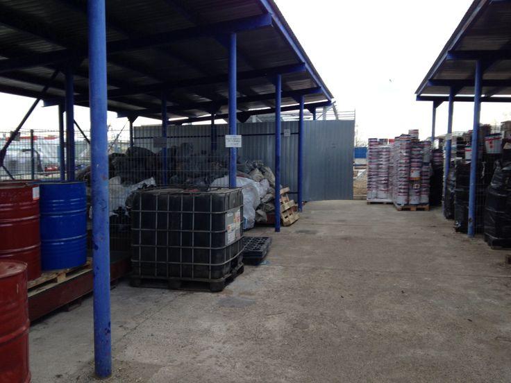 Specialistii nostri acreditati pentru managementul deseurilor va pot ghida si furniza informatii privind: -modul de amenajare/pregatire al zonei de stocare temporara a deseurilor; -modul de ambal...