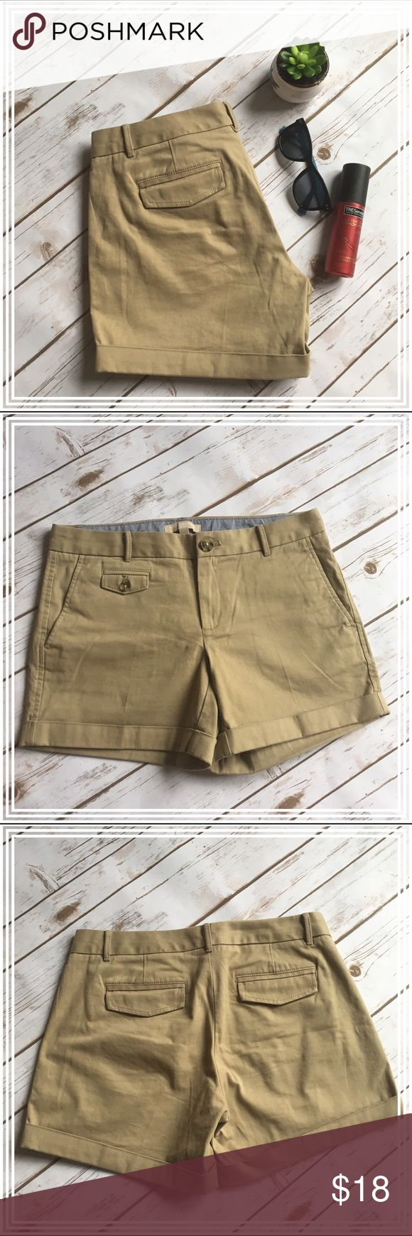 "Banana Republic beige cuffed shorts These shorts are in good condition; they have a cuffed hem, pockets in the front and flap pockets in the back. Measurements are: waist 15.5"" and inseam 5"". Banana Republic Shorts"