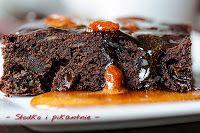 Słodko i pikantnie: Brownie z daktylami i suszonymi śliwkami