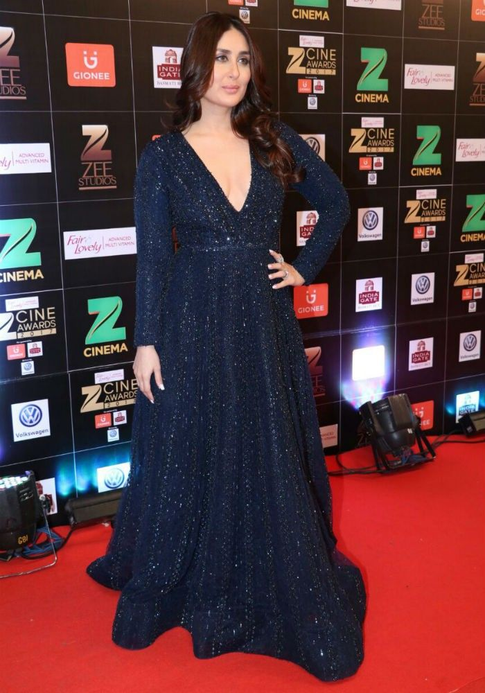 Kareena Kapoor Khan At Zee Cine Awards 2017 Kareena Kapoor Style Navy Blue Gown Zari Work Gown Ray Designer Evening Gowns Designer Gowns Pakistani Dress Design
