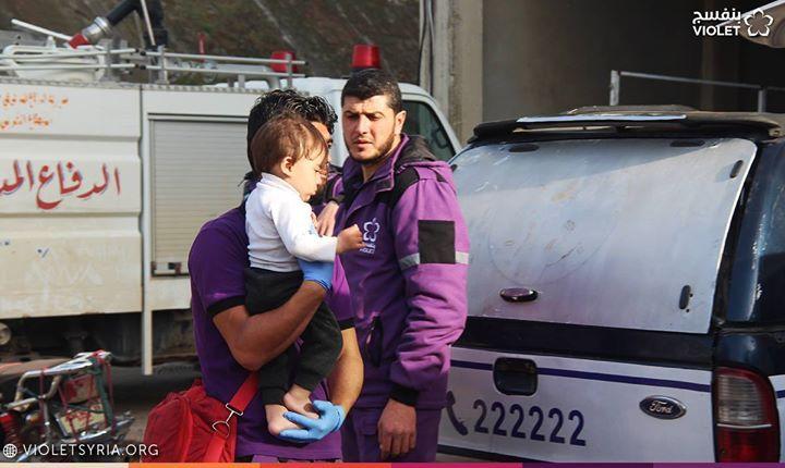 فريق طوارئ بنفسج في استقبال العوائل الوافدة من حي القدم الدمشقي ونقلهم إلى مراكز الأيواء في كل من إدلب وحلب Hard Hat Hats