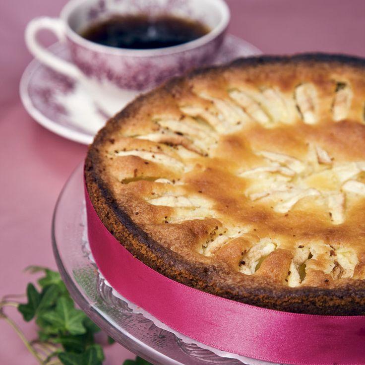 Baka en saftig kaka fylld med äpplen.