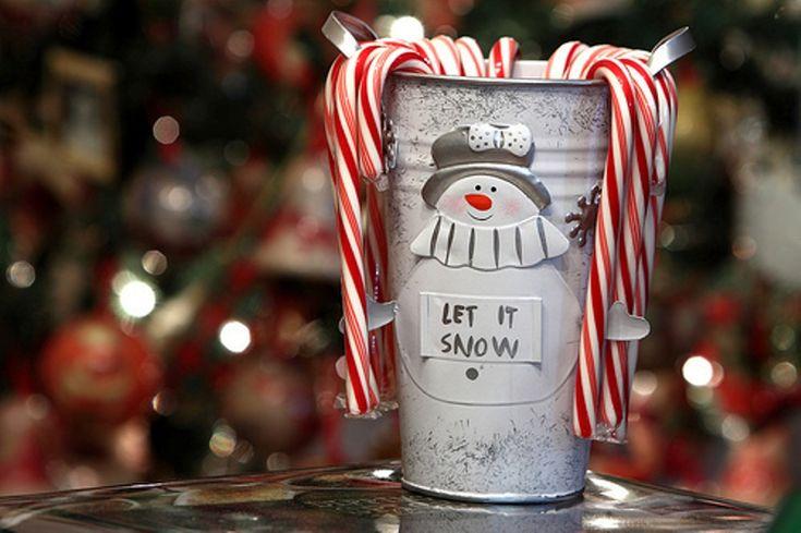 Οι πρώτες πινελιές των Χριστουγέννων O καιρός περνά πολύ γρήγορα και σχεδόν σ' ένα μήνα έρχονται τα Χριστούγεννα.