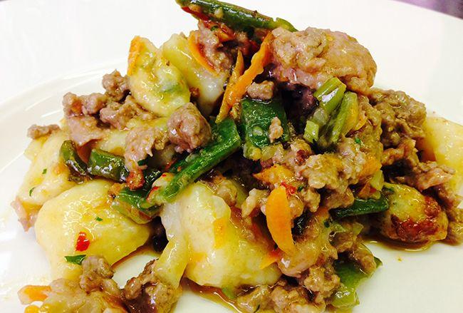 Gnocchi all'ortolana con salsiccia al finocchietto | Food Loft - Il sito web ufficiale di Simone Rugiati