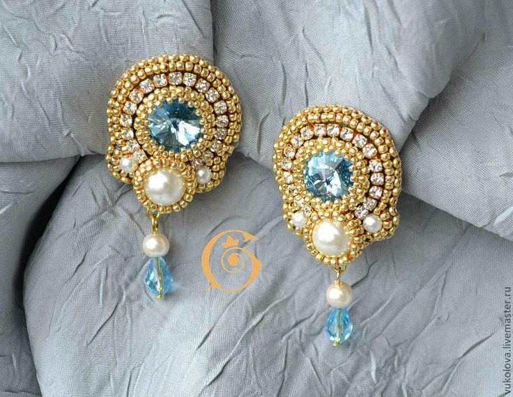 Купить Клипсы и кольца - золотой, голубой, белый, жемчуг, Сваровски, стразы, бисер японский