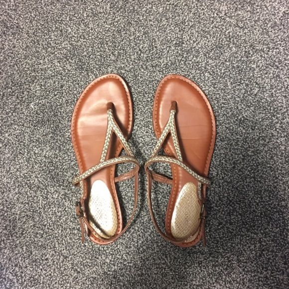 Gianni Bini sandals Tan and gold Gianni Bini sandals! Super comfortable!!! Great shape! Fit more like an 8 1/2 Gianni Bini Shoes Sandals