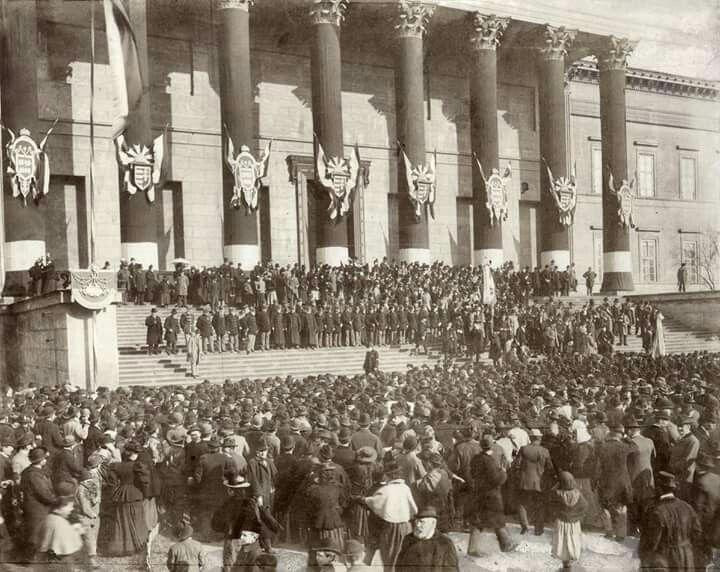 1898. Március 15. 50-ik évfordulóján a Nemzeti Múzeumnál.