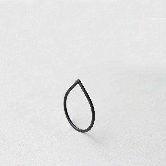 Della spina. anello in argento ossidato di jewelryMirta su Etsy