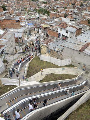Favela na Colômbia ganha 384 metros de escadas rolantes