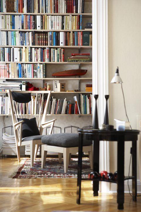 Den här länsstolen från Norrgavel älskar jag. Den är så fantastisk. Nirvan Richter har sagt att när han kom på idén till stolen var han i ett hypnosliknande flowtillstånd och det tycker jag känns i stolen.