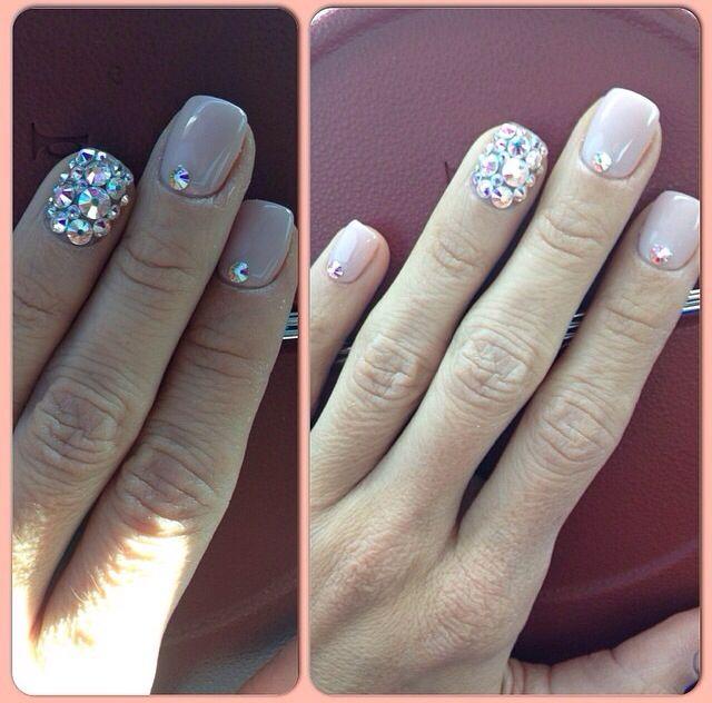 Amanda Latona's nails