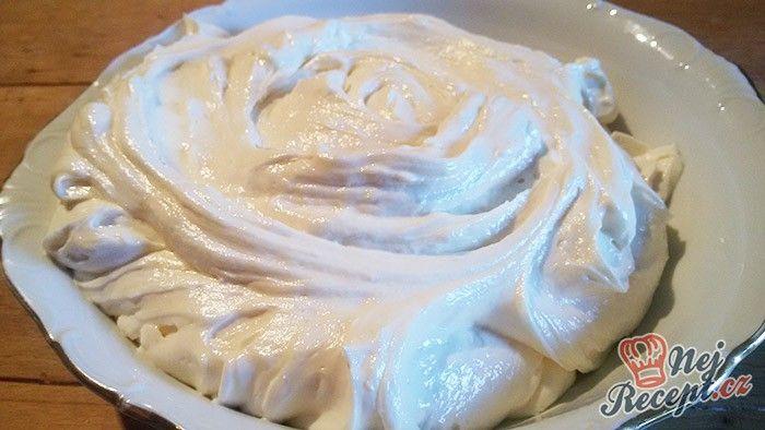 Fantastický krém, kterým můžete naplnit různé zákusky nebo dort. Po salkovem krému dostal tento krém druhou příčku.