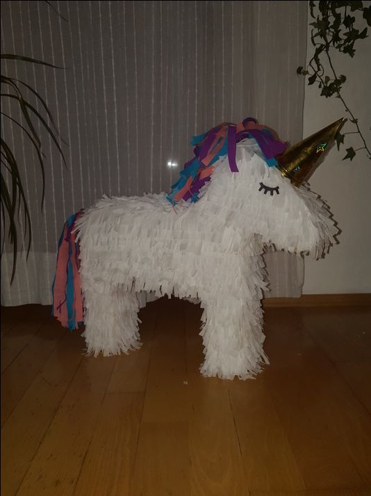 les 25 meilleures id es de la cat gorie pinata licorne sur pinterest th me unicon f tes d. Black Bedroom Furniture Sets. Home Design Ideas